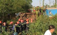 Tàu hỏa lật sau va chạm với xe tải, ít nhất 3 người tử vong