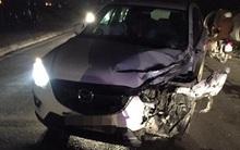 Hưng Yên: Xe máy húc thẳng đầu ô tô, nam thanh niên nằm bất tỉnh giữa đường