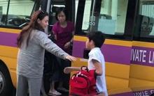 Trong khi Tạ Đình Phong - Vương Phi bên nhau ngày Thất Tịch, Trương Bá Chi tất bật đưa con đi học bằng quần áo ngủ