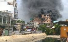 Sài Gòn: Đang cháy lớn nhà 5 tầng gần chợ Kim Biên, khói đen mù mịt