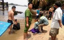 Mẹ khóc ngất khi biết con trai 11 tuổi mất tích trên sông Sài Gòn