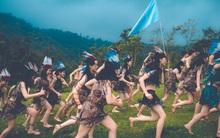 Thêm một ý tưởng cho mùa kỷ yếu: Cả lớp hóa thân thành thổ dân, người quấn khố, đầu đội mũ lông ngỗng
