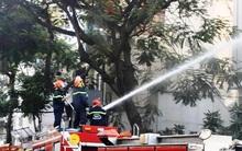Giải cứu 15 người mắc kẹt trong đám cháy ở trung tâm Sài Gòn