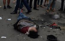 Hà Nội: Đâm vào xe bán tải, đôi nam nữ nằm bất tỉnh tại chỗ