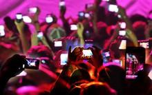 """Thanh niên live-stream """"Cô Ba Sài Gòn"""" còn may mắn chán so với những vụ kiện này trên thế giới"""