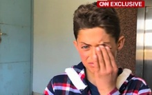 Cậu bé bị mất 19 người thân trong vụ tấn công hóa học ở Syria