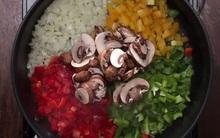Cơm trộn ngũ sắc nhưng không dùng cơm mà thay bằng hoa lơ cho những ai đang muốn giảm cân