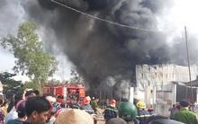 Cháy lớn tại vựa phế liệu quận 9, TP.HCM