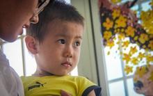 """Vụ bé trai bị bỏ rơi trước cổng bệnh viện Từ Dũ: """"Cho bé ở lại vài hôm với hy vọng gia đình sẽ đến đón"""""""