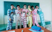 Nhất quỷ nhì ma, thứ 3 lớp em trai Sơn Tùng: Con trai mặc đồ ngủ 7 sắc cầu vồng tạo dáng chụp hình