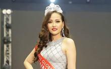 Clip: Khánh Ngân ấp úng trả lời phỏng vấn bằng tiếng Anh với Missosology sau khi đăng quang Hoa hậu Hoàn cầu 2017