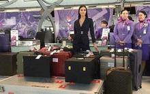 Quyết tâm giành ngôi Hoa hậu Hoàn vũ, người đẹp Thái mang hẳn 17 vali nặng 300kg đi thi