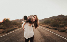 Cứ yêu đi thôi, đừng cố đi tìm một người hoàn hảo để yêu nữa