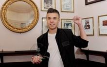 Clip tự chúc mừng sinh nhật của chàng trai 16 tuổi bỗng trở nên nổi tiếng và lý do cảm động phía sau