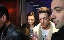 Mặc bạn gái ở Đức, Ozil hưởng kỳ nghỉ bên cựu Hoa hậu Thổ Nhĩ Kỳ