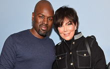 """Mẹ 61 tuổi của Kim Kardashian chia tay """"phi công"""" trẻ hơn 25 tuổi"""