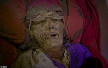 Ngôi làng kỳ lạ có tập tục chung sống cùng nhà với xác chết người thân