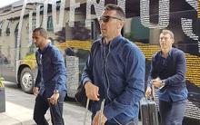Dàn trai đẹp Juventus lên đồ thời trang khi đến xứ Wales