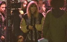 Taylor Swift diện váy ngắn, tất lưới gợi cảm quay MV mới trên phố
