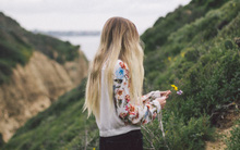 Có phải những người đang cô đơn đều mang trong mình một hình bóng chưa thể quên?
