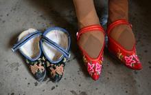 Bí ẩn đằng sau những đôi chân gót sen rướm máu và đầy đau đớn của phụ nữ Trung Quốc