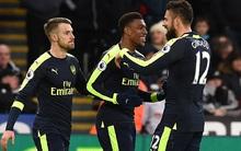 Sanchez và Giroud lập công, Arsenal thắng trận tưng bừng