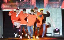 MBC Music K-Plus Concert: Khán giả đông hơn hẳn đêm diễn đầu, dàn sao Hàn hát nhảy cực sung
