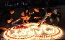 Đang thắp nến cầu hôn bạn gái thì bị bảo vệ ra dập lửa, chàng trai may mắn nhận được cái kết có hậu