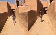 Người mẫu Ả Rập Saudi bị truy tìm vì mặc váy ngắn và áo hở rốn đi lại trong khu di tích lịch sử