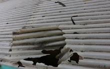 Hà Nội: Cố lấy quả cầu mắc kẹt trên mái che, học sinh lớp 4 rơi từ tầng 3 xuống đất