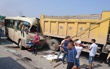 Hà Nội: Xe 30 chỗ tông vào đuôi xe ben, nhiều người thương vong