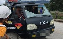 Yên Bái: Người đàn ông cầm gạch ném vỡ kính ô tô khiến 1 người bị thương nặng