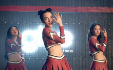 """Nhặt sạn """"Glee Việt"""": Có bầu nhưng vòng eo của Angela Phương Trinh vẫn thon gọn khó tin?"""