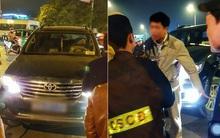 Hà Nội: Cấm ô tô rẽ xuống dốc cầu Chương Dương, CSCĐ bị tài xế xe biển xanh tát vào mặt