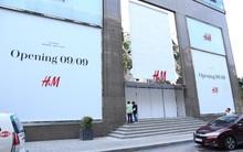 H&M Việt Nam treo biển thông báo 9/9 sẽ chính thức khai trương tại Sài Gòn