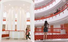 Xem ảnh SV check-in ở Đại học Kinh tế Quốc dân mà cứ tưởng như đang ở nước ngoài!