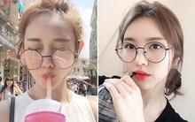"""Con gái châu Á đang đồng loạt diện kính cận gọng tròn """"mọt sách"""" cute siêu cấp"""