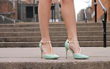 Chẳng lo đau chân mỗi khi đi giày cao gót nhờ lưu ý những điều cơ bản sau