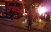 Hà Nội: Gara ô tô rộng 200m2 bùng cháy dữ dội trong đêm