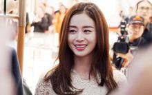 Kim Tae Hee gây náo loạn trung tâm thương mại trong lần xuất hiện chính thức đầu tiên sau đám cưới