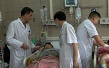 12 sinh viên nhập viện vì ngộ độc rượu: Có 2 bệnh nhân rất nặng, nếu vượt qua cũng bị di chứng nặng nề