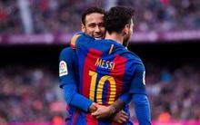 Messi sút phạt tinh quái giúp Barca đeo bám Real