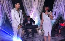"""Cát Phượng - Kiều Minh Tuấn bối rối khi bị """"ép"""" nhận hoa cưới từ Kelvin Khánh và Khởi My"""