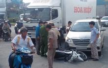 Cha gặp tai nạn, con kêu gọi gần chục thanh niên đến hành hung tài xế ô tô