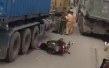 Hưng Yên: Bị bánh xe container chèn qua, người phụ nữ đi xe máy tử vong tại chỗ