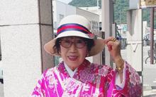 """Một cụ bà 70 tuổi đang gây sốt trên YouTube, bạn cũng sẽ bất ngờ về sự """"xì tin"""" của bà"""