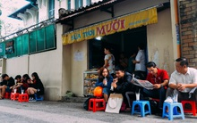Sữa tươi Mười vào sáng tinh mơ và câu chuyện 20 năm gây thương nhớ của những cô chủ quán dễ thương nhất Sài Gòn