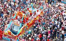 Chùm ảnh: Biển người đổ về Bình Dương tham dự lễ rước chùa Bà Thiên Hậu
