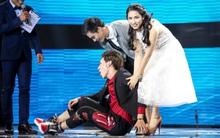 """Cặp đôi hoàn hảo: Erik nằm vật ra sân khấu """"ăn vạ"""" vì mất trai đẹp vào tay Hòa Minzy"""