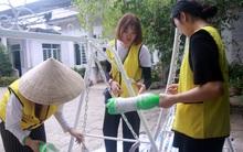Sinh viên Hàn Quốc đội nắng sơn sửa tường cửa, đồ chơi giúp trẻ em chất độc da cam Đà Nẵng